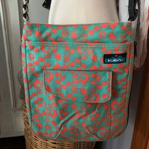 Kavu floral crossbody expandable canvas bag